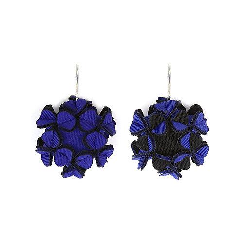 The maxi's earrings