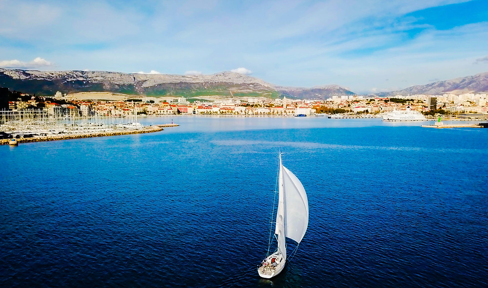 www.sailingadventuresplit.com