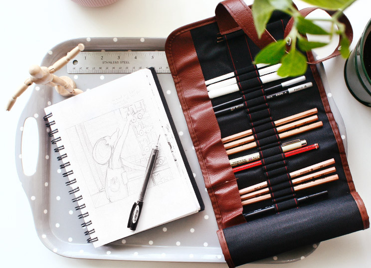 Easy drawing set up with tray and drawing tool roll