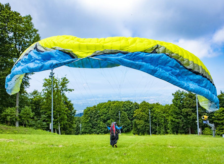 PARAGLIDING - DISCOVERING THE SKY IN SILENCE