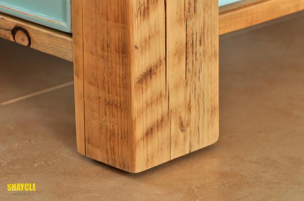 פרט מטבח שייקלי - שילוב עץ בשימוש חוזר וצבע