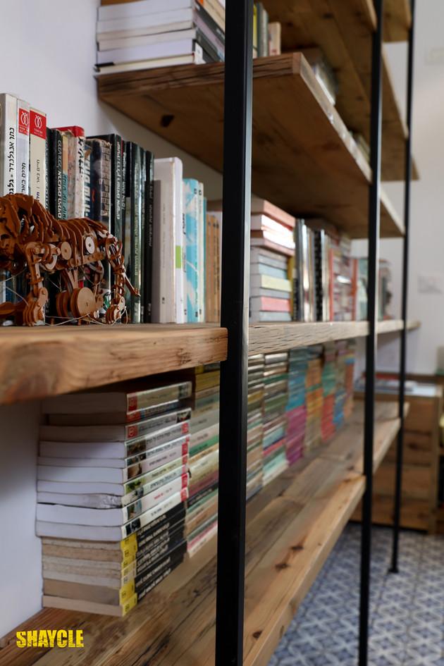 פרט ספריה, עץ ממוחזר וברזל