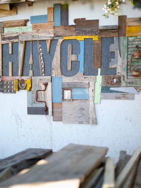 שלט כניסה לסטודיו SHAYCLE עשוי עצים בשימוש חוזר