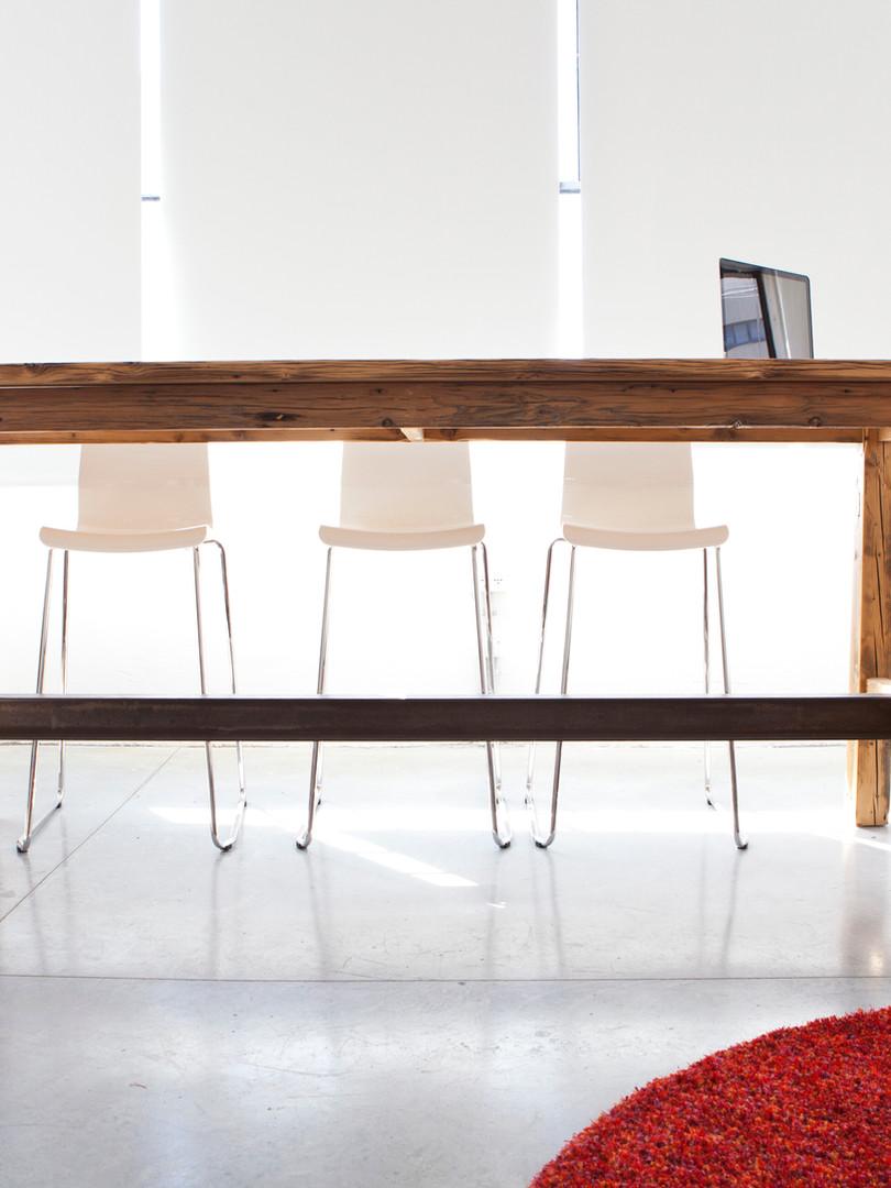 שולחן ישיבות גבוה