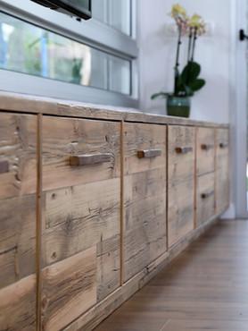 שידת טלוויזיה מעץ בשימוש חוזר