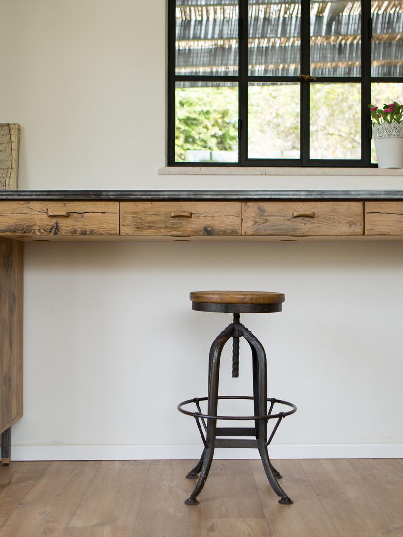 שולחן כתיבה ברזל ועץ אלון בן 250 שנה מפירוק
