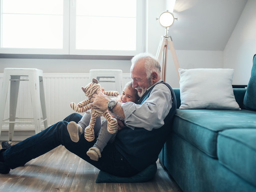 Employer un parent pour la garde de votre enfant : c'est possible !