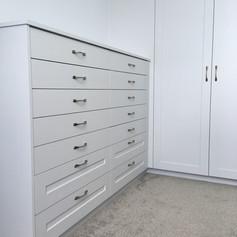 Drawer unit and wardrobe