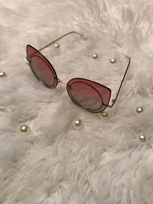Kat eyes burgundy sunglassses