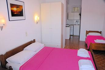 Τα Studios Bouzani διαθέτουν για εσάς δίκλινα, τρίκλινα και τετράκλινα δωμάτια.