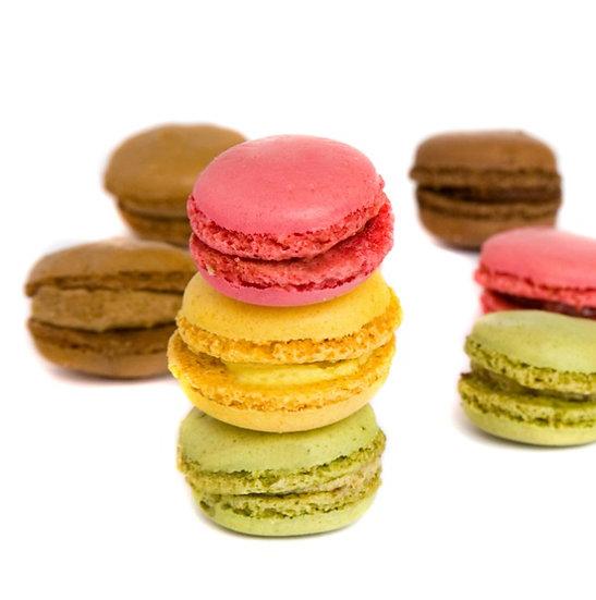 Selection of 12 macarons