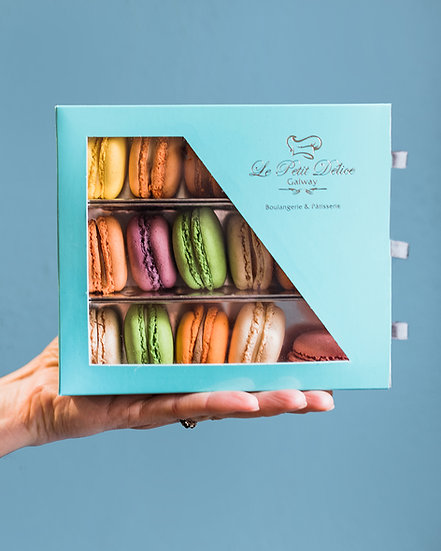Macarons Box of 18