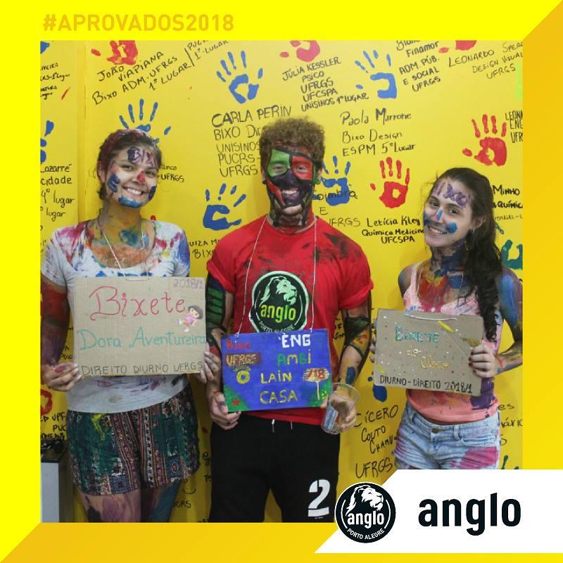Parabéns_aos_alunos_Alejandra_Vivanco_(BIXO_DIREITO_UFRGS),_AmbiLeonardo_Lain_(BIXO_ENGENHARIA_AMBIE