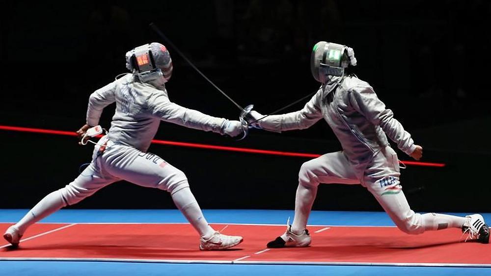 Daryl Homer (i) de EE.UU. compite con Aron Szilagyi de Hungría en las olimpiadas de Río/ José Méndez/ EFE