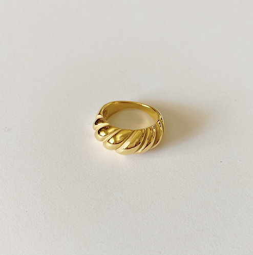 Croissant gold plated ring