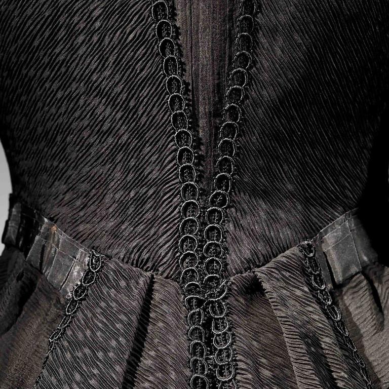 הרצאת זום 12.5.2021| על החיים ועל המוות! האובססיה לשחור, משמלות אֵבֶל ועד השמלה השחורה הקטנה
