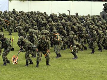 Colombia despliega más de 5.000 efectivos militares en frontera con Venezuela