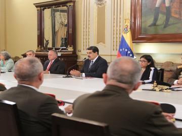 Maduro busca desarrollar un plan para garantizar la economía y la paz
