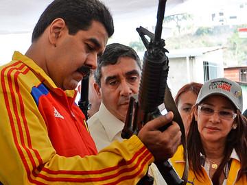 Maduro aprueba 7 millones de euros para fabricar ametralladoras