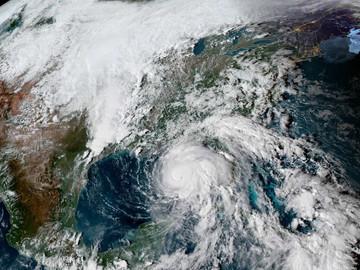 """Florida lista para recibir al """"monstruoso"""" huracán Michael"""