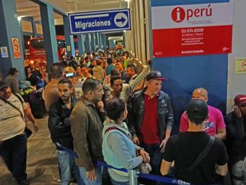 Aumenta migración venezolana hacia Perú ante requerimiento de visa