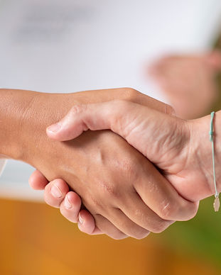 patient-shaking-hands-with-doctor-2TXJK2