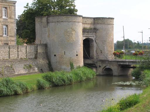 remparts BERGUES