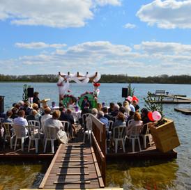 Ceremonie op het water
