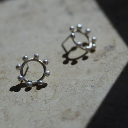Ohrstecker in 925/000 Silber mit grauen Süßwasserperlen