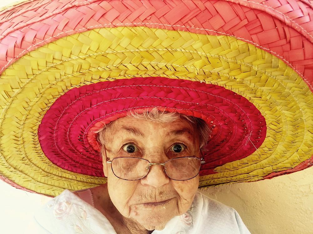 Femme âgée, parentalité positive