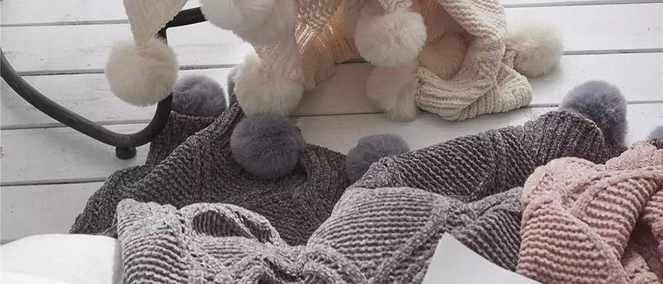 Pom Pom Knitted Throw Blanket