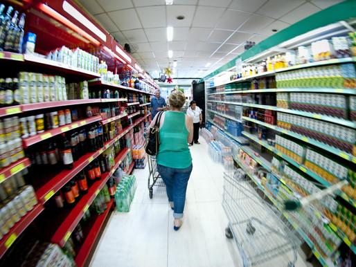 Intenção de consumo dos brasileiros volta a cair em abril