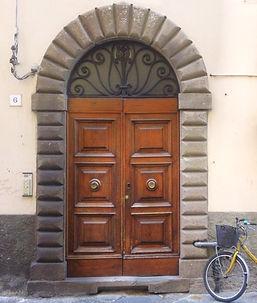 B&B Le Violette di Lucca | Bed and Breakfast centro Lucca | la porta del palazzo