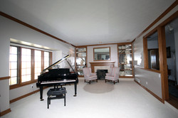 GRAND PIANO MUSIC ROOM