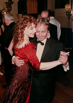 Alicia Y Enrique Dancing.jpg
