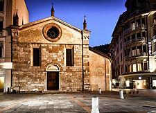 1200px-Kirche_Santa_Maria_degli_Angioli.