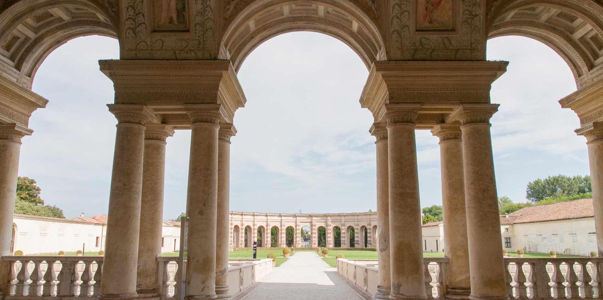 Copia di Palazzo_Te_-_Veduta_del_giardin