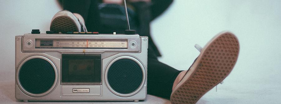 radio-2588503_edited.jpg