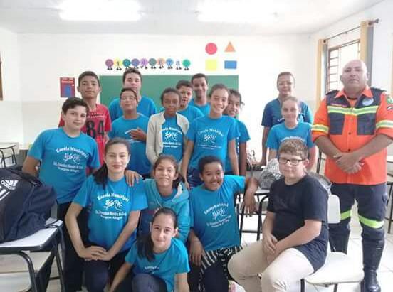 Subdelegacia da Cidade de Cristina Promove Palestra de Primeiros Socorros para Professores e Alunos