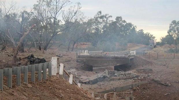 Truck hauling fertiliser explodes in outback Queensland, injuring 8