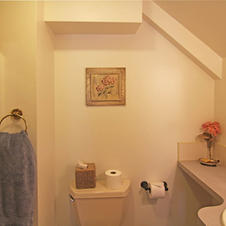 Cedar Hill Room's bath