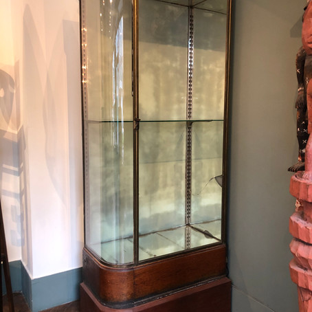 Paire de vitrines d'exposition / A pair of display cases 19th century