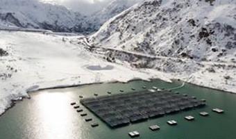 Плавающая солнечная электростанция на озере Туль в Швейцарских Альпах