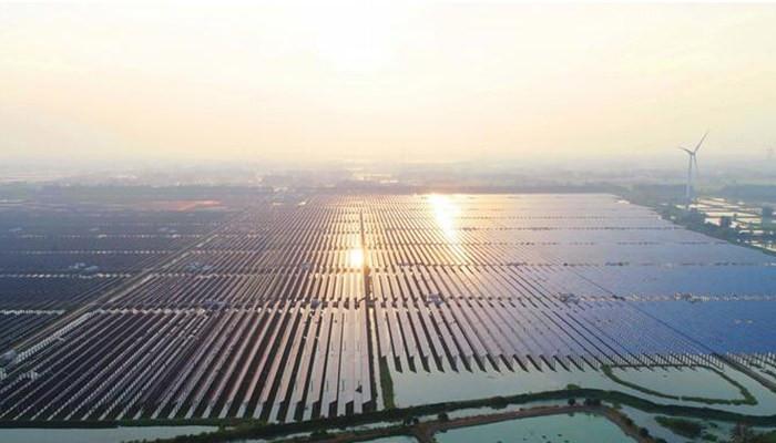 Крупнейшие в мире плавучие солнечные электростанции - в Китае