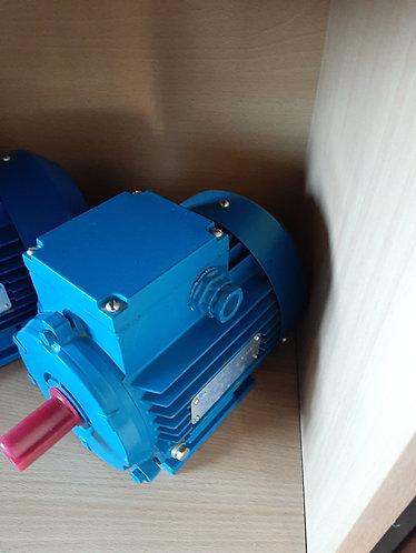 Асинхронный двигатель АИР71В4