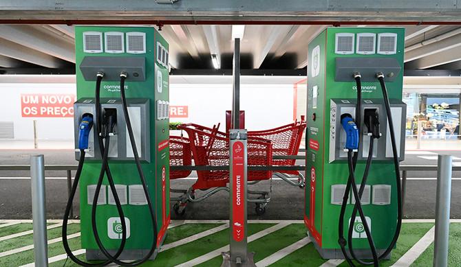 Supermercados Continente instalam carregadores para veículos elétricos