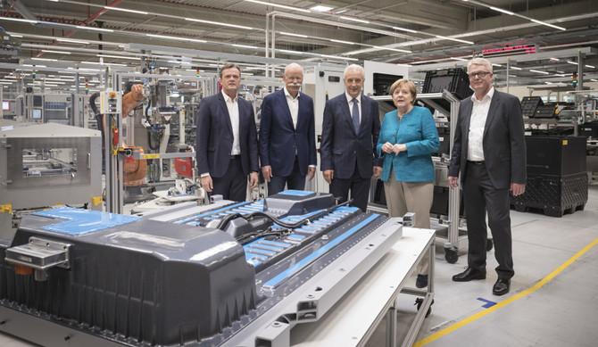 Mercedes iniciou construção de nova fábrica de baterias