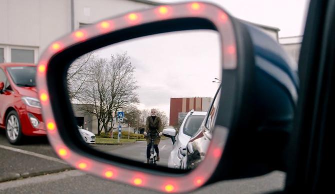 "Ford: nova tecnologia ""Exit Warning"" previne acidentes durante abertura de portas"