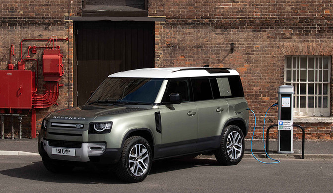 Land Rover Defender estreia motorização híbrida plug-in