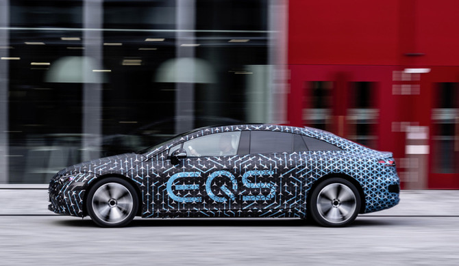 Mercedes estreia EQS a 15 abril